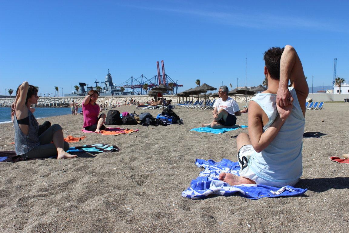 Efecto Yoga Málaga - yoga en la playa13