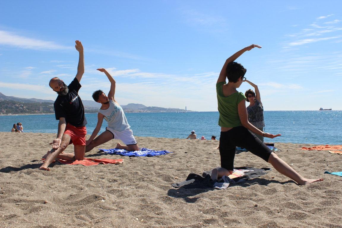 Efecto Yoga Málaga - yoga en la playa15