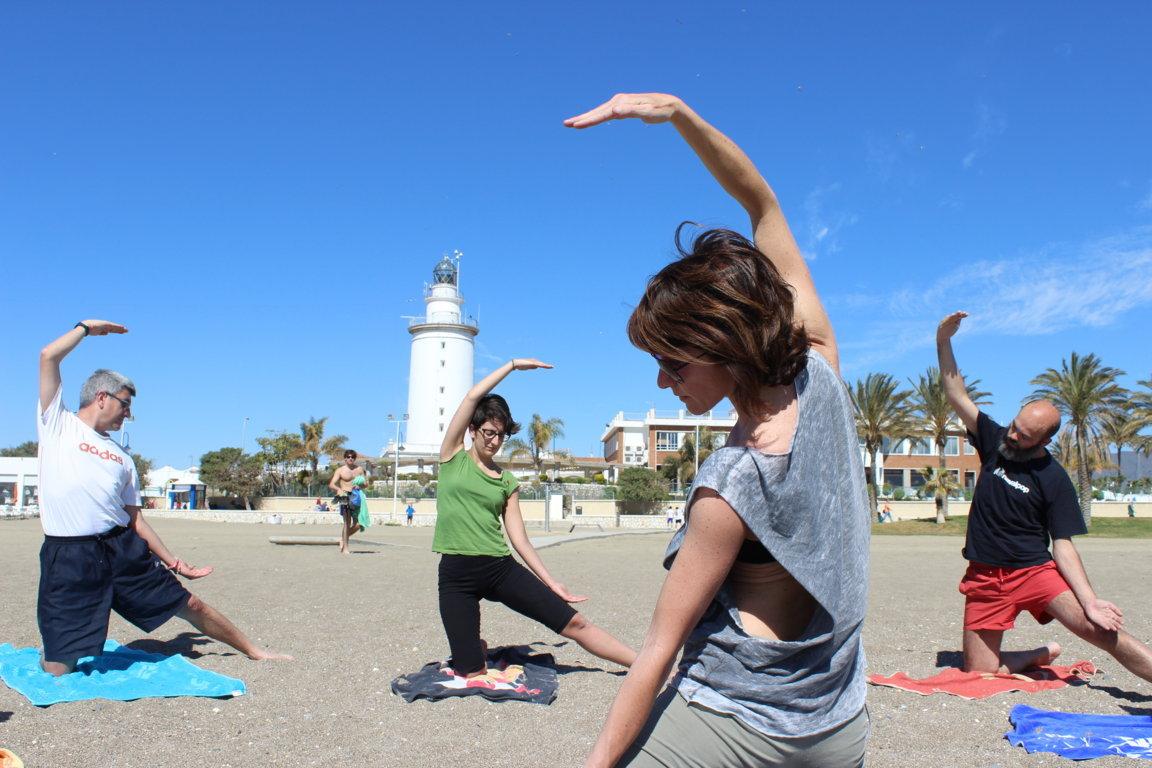 Efecto Yoga Málaga - yoga en la playa16